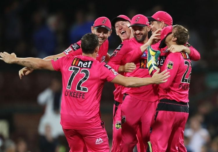 Sydney Sixers Maul the Renegades