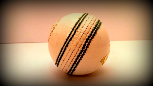 0002041_sf-cricket-ball-match-special-white-box-of-6