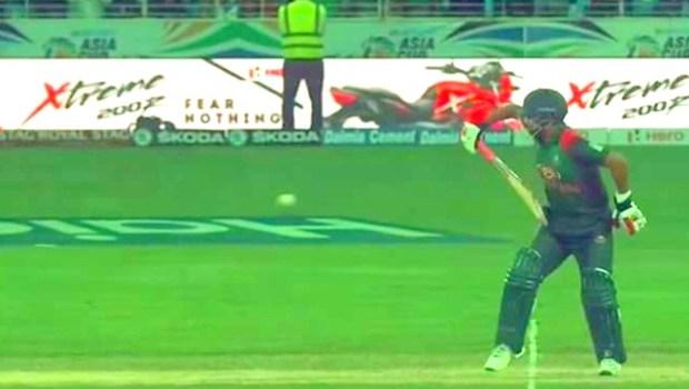 Tamim one-hand batting