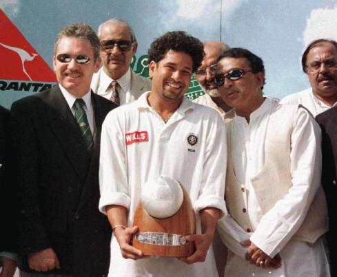 Sachin Tendulkar holds the newly created Border-Gavaskar Trophy, presented by the men themselves. Image Courtesy: ESPNcricinfo