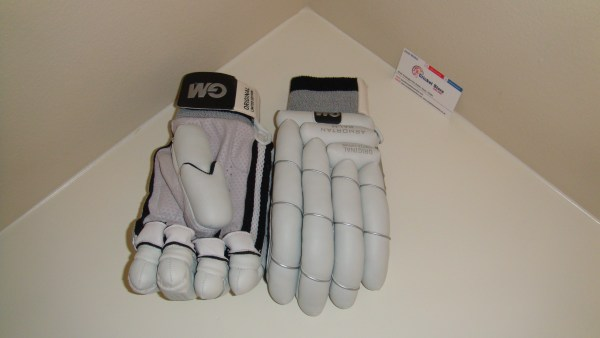 GM 2012 original limited edition cricket batting gloves 2