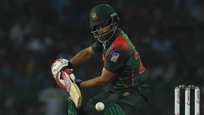 Tamim Iqbal comes out to bat with the fractured wrist and earns huge respect of fans