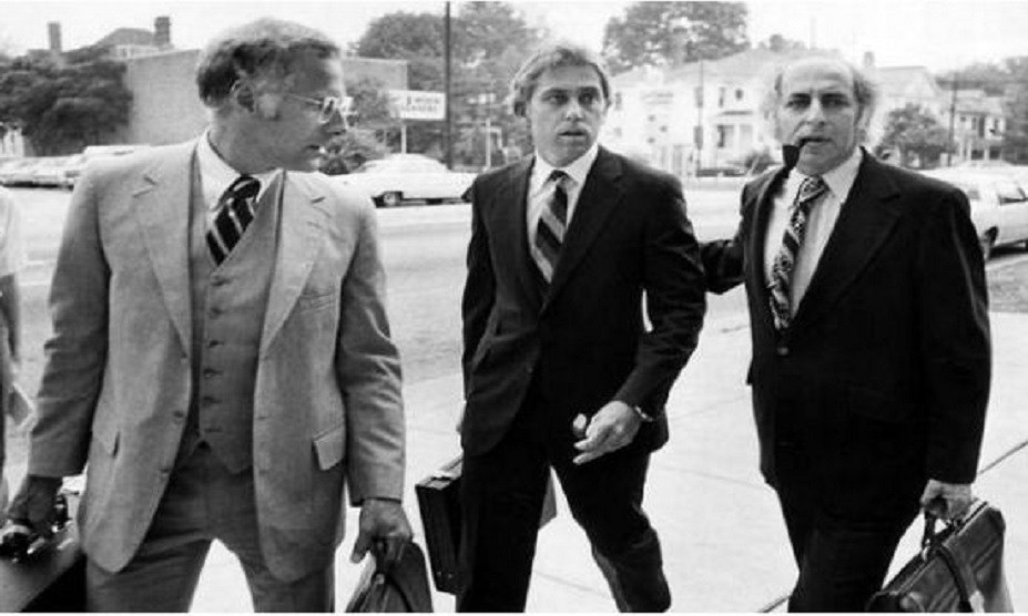 Jeffrey MacDonald (centre) at the courthouse in 1979