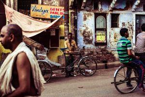 varanasi lanes photography image from unsplash