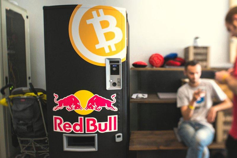 Red Bull le da alas a Bitcoin con una máquina expendedora exclusiva