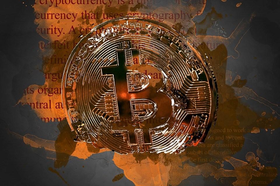 Editorial: ¿Quién gana ante el cierre de cuentas bancarias de las casas de cambio de criptomonedas en Chile?