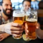 Crean máquina expendedora que verifica tu edad con blockchain para darte una cerveza