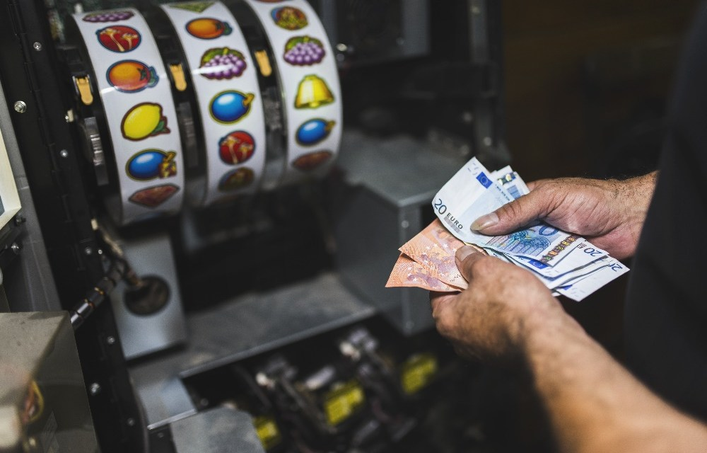 Autoridad tributaria de Suecia califica a OneCoin como un esquema piramidal sujeto a impuestos