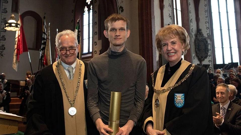 Vitalik Buterin recibe doctor honoris causa de la Universidad de Basilea