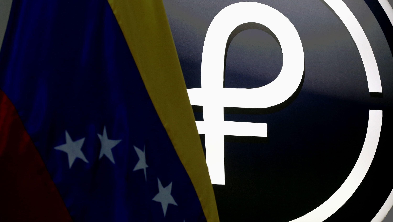 """Academia de Ciencias Económicas en Venezuela cataloga al Petro como """"combustible"""" para la inflación en el país, mientras que los comerciantes pierden aún más la confianza en la divisa digital"""
