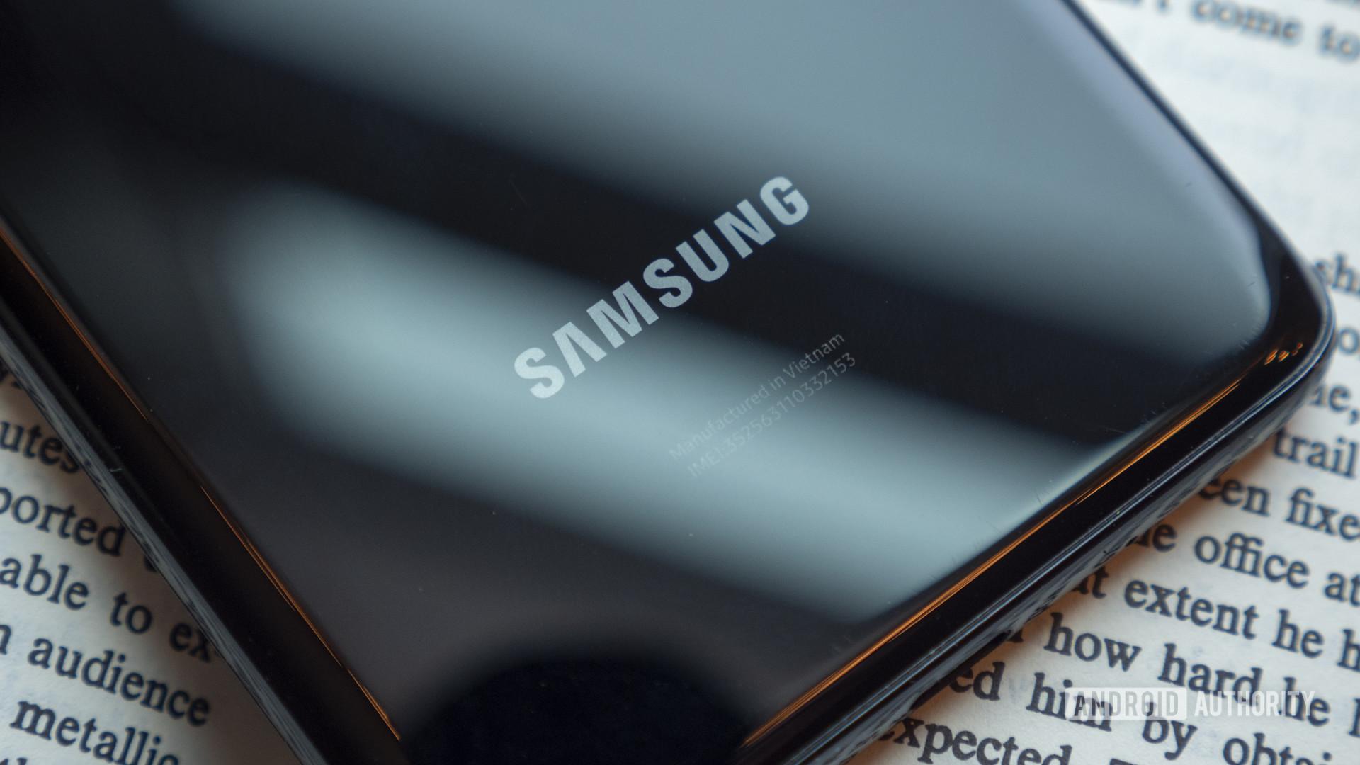 Samsung junto al operador telefónico surcoreano SK Telecom presentan un teléfono inteligente 5G con seguridad cuántica y una función de autenticación basada en blockchain