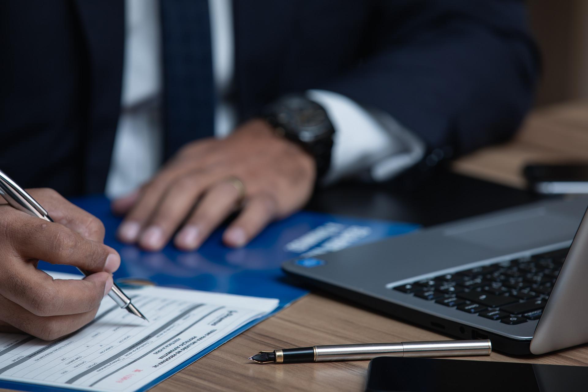 Coinbase y Kraken rechazan la propuesta de regulación para transacciones con criptomonedas por parte del Departamento del Tesoro de Estados Unidos