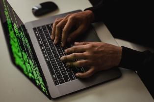 El mayor ataque visto a una plataforma DeFi con más de 600 millones de dólares robados, termina como un hackeo de sombrero blanco tras la devolución de los fondos a Poly Network