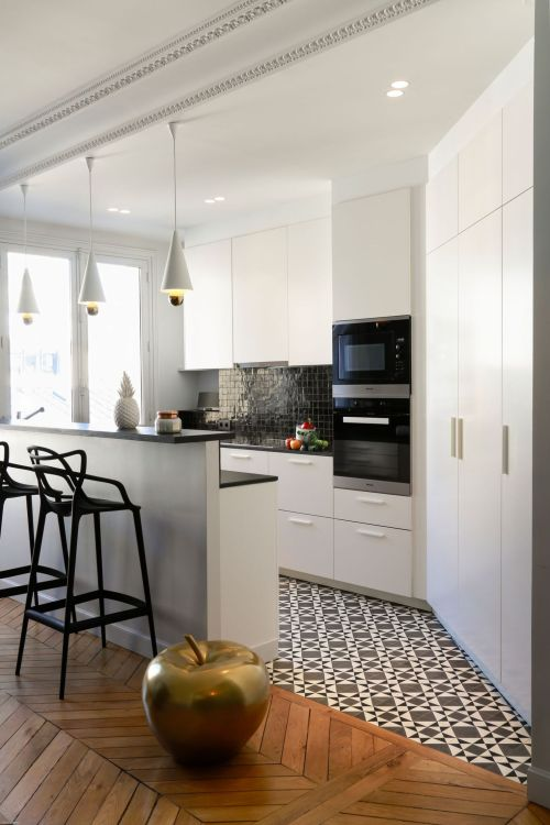 cuisine-ouverte-noire-et-blanche-1_5585751