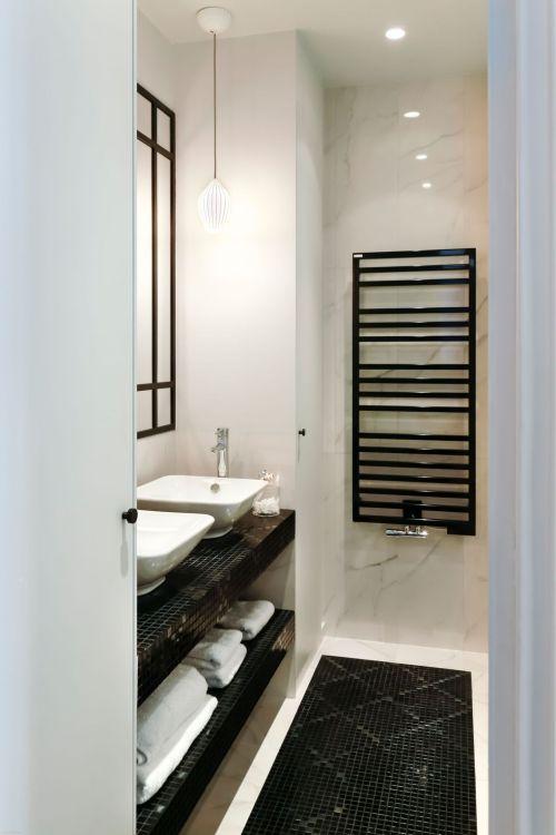salle-de-bains-marbre-graphique-noir-et-blanc_5585755