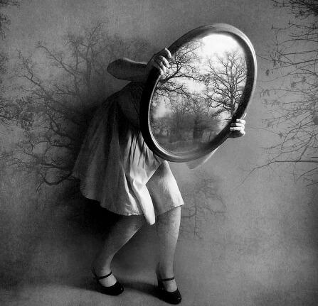 Specchio Specchio delle mie Brame chi è la più bella del reame?