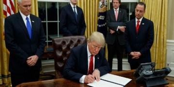 Βόμβα Τραμπ: Παγώνει τη σύνδεση ΗΠΑ-ΕΕ, χρησιμοποιεί τον κορονοϊό ως όπλο! 1