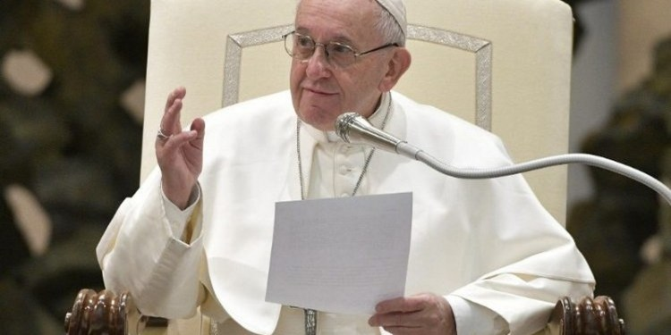 """Ο Πάπας Φραγκίσκος καταργεί  το """"παπικό μυστικό"""" για τα σεξουαλικά εγκλήματα 24"""
