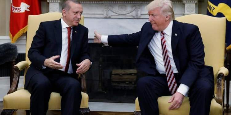 Turkey's President Recep Tayyip Erdogan (L) meets with U.S President Donald Trump in the Oval Office of the White House in Washington, U.S. May 16, 2017. REUTERS/Kevin Lamarque - HP1ED5G1BT0BQ