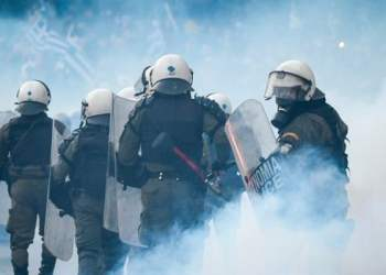 Προσφυγικό-Λέσβος: Ρίχνουν με πλαστικές σφαίρες κατά διαδηλωτών 30