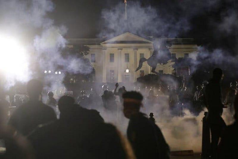 ΗΠΑ: Βγάζοντας (πολιτική) άκρη από το χάος.-Τραμπ, Twitter και Ζούκι πρωταγωνιστούν 25