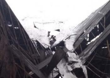 ΛΑΡΚΟ: Κατέρρευσε η στέγη εργοστασίου από τη Μήδεια