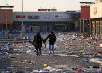 Αν μπορούσαμε με μια φράση να χακατηρίσουμε τα θλιβερά γεγονότα των τελευταίων ημέρων στη Νότια Αφρική, θα ήταν το «απόλυτο χάος»...