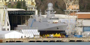 Πολεμικό πλοίο στα Ναυπηγεία Ελευσίνας
