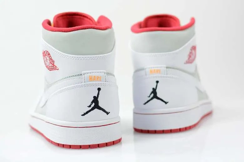 3305bcd6292 Jordan Brand & Bugs Bunny Unveil Hare Jordan 1 'Easter Collection ...