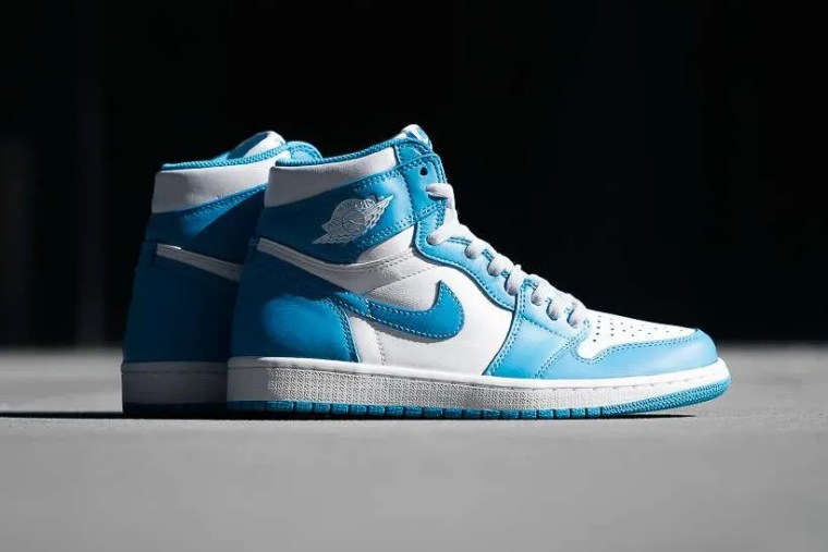 air-jordan-1-retro-high-og-powder-blue-1