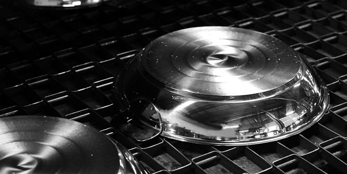 une casserole en inox
