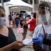 Governo do Estado começa distribuição de máscaras reutilizáveis nas filas dos bancos