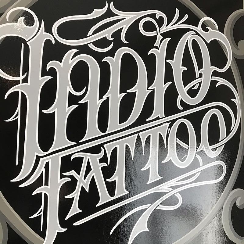 rotulo-artesanal-lettering-Tattoo-studio-alicante