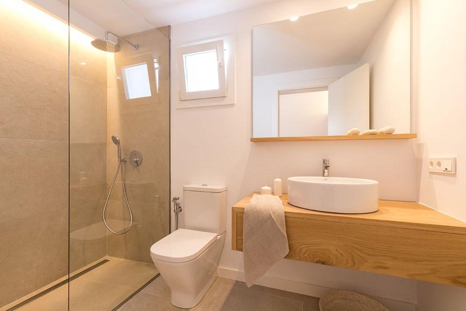 baño principal villa blanca.alt