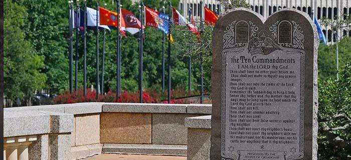 Retiran el monumento a Los 10 Mandamientos en Estados Unidos