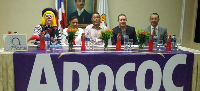 """ADOCOC Filial Santiago celebra panel """"La Crónica de Espectáculos"""""""