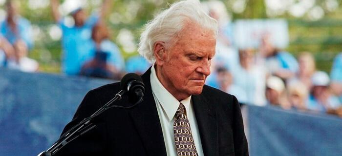 """Billy Graham advierte seriamente acerca de aquellos que """"llaman a lo malo bueno"""""""