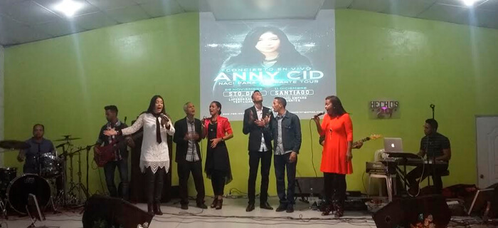 Anny Cid Bendice a Santiago con su Concierto Nací para Adorarte