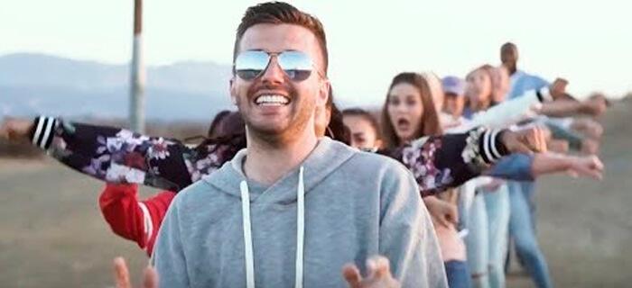 """Evan Craft – """"Me Hace Reír"""" (Video Oficial)"""