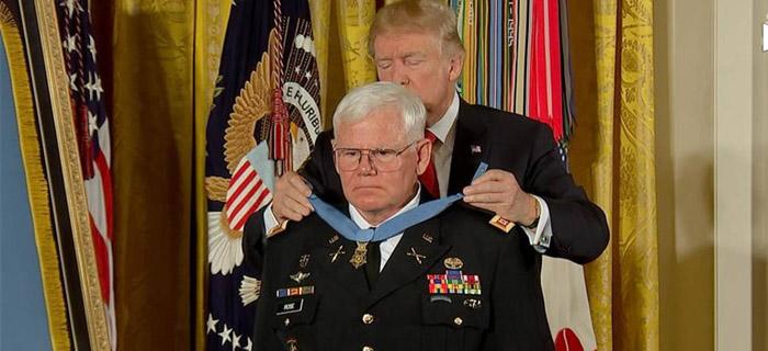 Donald Trump honra Cristiano con la Medalla de Honor por Salvar 60 vidas en la Guerra
