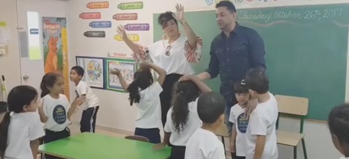 Marcos Yaroide comparte con niños de la escuela King's Christian School