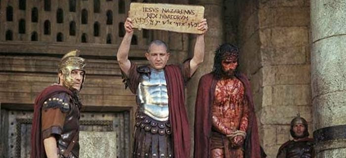 El manto que le pusieron a Jesús era púrpura o escarlata?