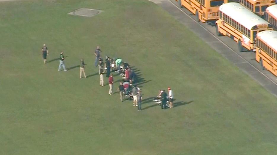 Alumnos y profesores fueron evacuados de las instalaciones.