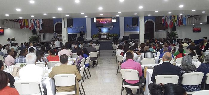 Tommy Moya imparte conferencia en Escuela de Alineamiento Ministerial