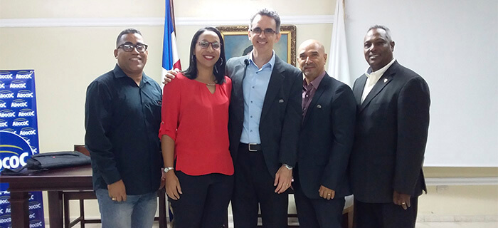 Experto cubano imparte Conferencia Introductoria a la programación Neurolingüística auspiciada por ADOCOC