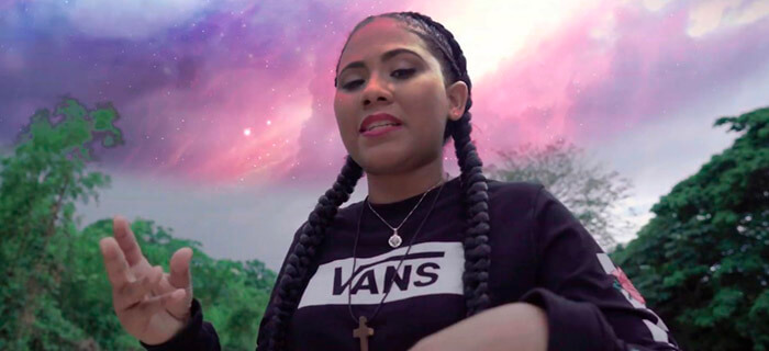Lizzy Parra – Me Escuchas (Video Oficial)