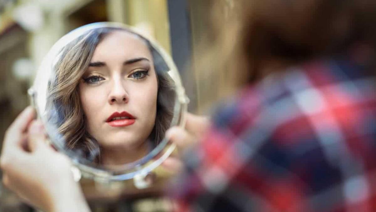 Reflexión: ¿Qué reflejas en el espejo?