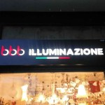 Insegna luminosa a cassonetto traforata e retroilluminata a led