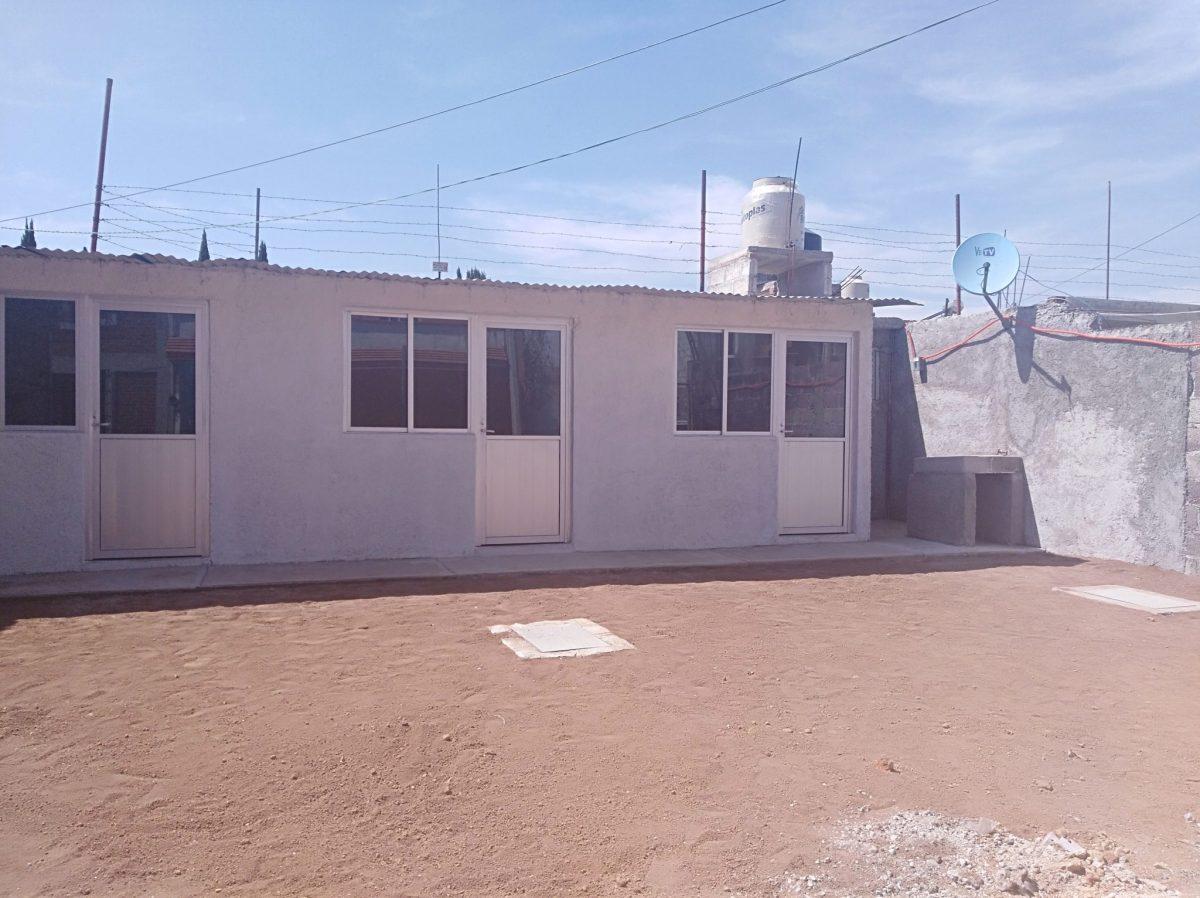 Entrega edil de Tulancingo vivienda con techo de lámina