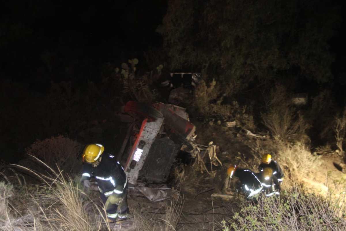 Cae camión a barranco en el Corredor de la Montaña